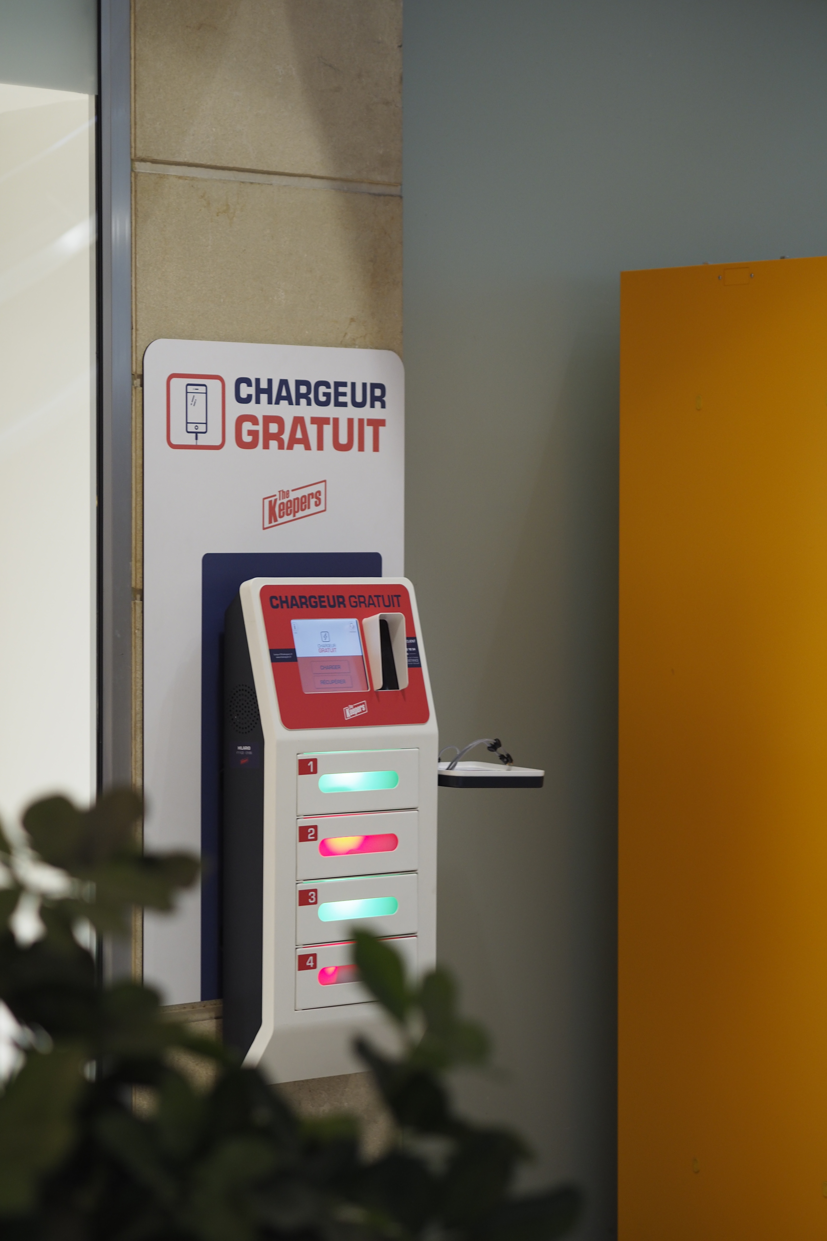Station de recharge de smartphone simple et autonome